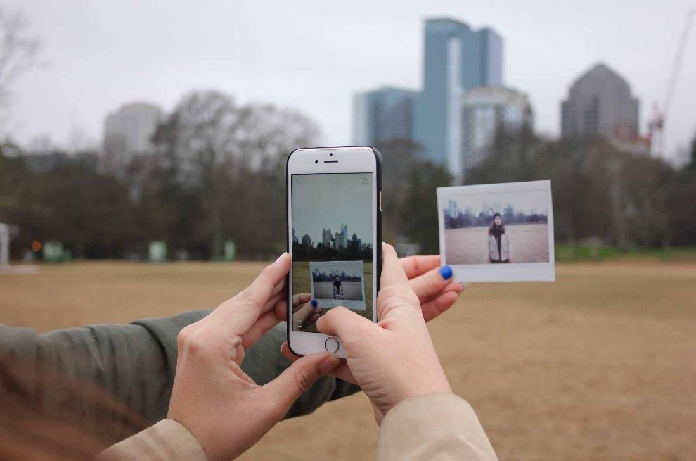 Sosial Media Terbukti Ampuh Meningkatkan Kepercayaan Diri Saat Traveling