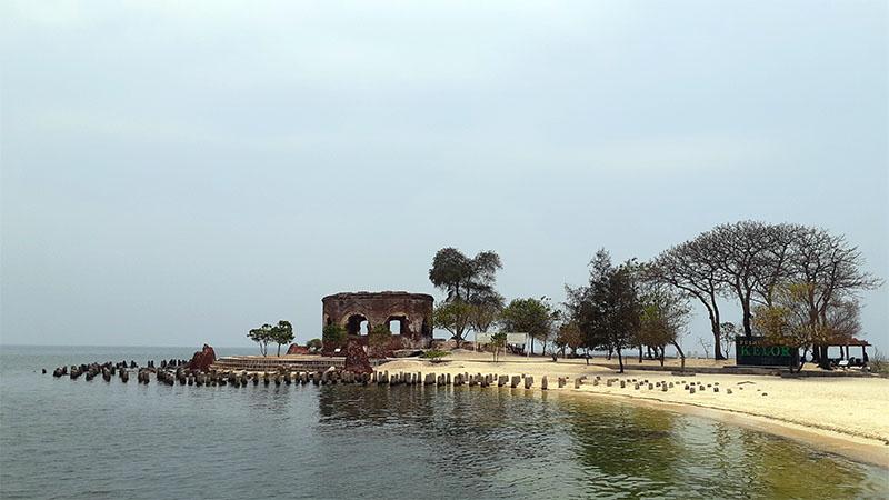 Jalan-Jalan ke Masa Lalu Sekaligus Uji Nyali di Pulau Onrust